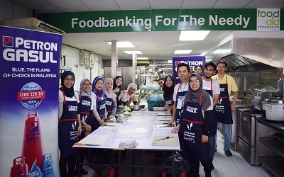 Petron Employees Prepare Sahur Meals for 500 Carers and Staff at Ampang Hospital