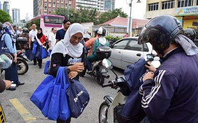 Petron Dealers Joined Hands to Prepare Famous Kampung Baru Bubur Lambuk
