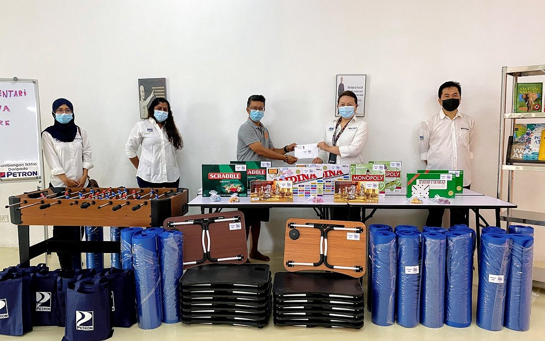 Petron Employees Liven Up Children Community Centre
